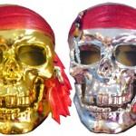 Kaliteli plastikten korsan maske. Stok durumuna göre altın yada gümüş renkte yollanır.