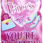 Pırıltılı baskılı karton davetiyeler pembe zarfları ile birlikte gelir. Ayrıca zarfı kapatmak için Princess yazılı çıkartmalar da mevcuttur.