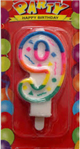 7cm boyunda 4cm eninde 9 yaş partileri için pasta mumu. Doğum günü partileriniz ve yıl dönümü kutlamalarınız için ideal parti malzemesi. Diğer sayı mumlarla birlikte kullanarak tüm yaşları kutlayabilirsiniz