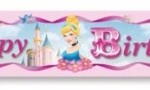 4.65m uzunluğunda folyo üzerine renkli baskı prenses görselinden oluşan parti afişi. Kız doğum günü partileri için ideal bir parti süslemesidir. Duvar dekoru