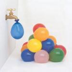 Yaz partilerinin en serinletici ve eğlenceli parti oyunu! Balonları su ile doldurup fırlatarak su bombası oyunu oynayabilirsiniz.