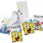 Parti davetiyeleri zarfları ile birlikte gelir. Üzerinde partinin yeri