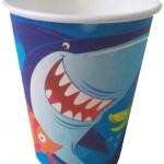 Doğum günü partileri için baskılı kullan at kağıt parti bardağı. Okyanus temalı doğum günü partilerinizde parti sofralarının vazgeçilmez parti ürünüdür. Diğer deniz temalı parti malzemeleri ile kombinleyebilirsiniz.