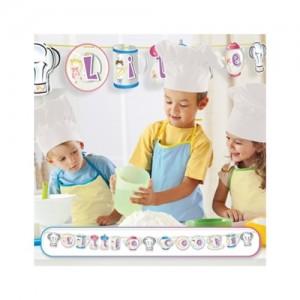 """2.2m x 15cm 3 boyutlu formlarla süslü """"Little Cooks/Küçük Aşçılar"""" yazılı karton afiş"""