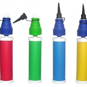 Hem iterken hem çekerken hava üfleyen el pompası. Lateks ve folyo balon şişirmeye uygundur.