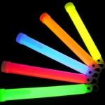 Glow Stick ya da Fosforlu Çubuk da denir.Çubuklar bükülerek sallanır ve parlamaları sağlanır