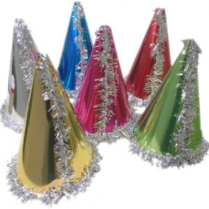 Renkli metalik karton şapka. Yılbaşı partilerinde dağıtılmak üzere parti aksesuarı olarak kullanabilirsiniz. Bu silindir şapkaları kayanan dili