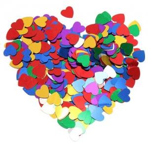 Eni 1.5cm ebatında kalp formlu parlak folyo süs. 8-10 kişilik bir masayı süslemeye yeterlidir. Masa örtüsünün üzerine serperek dağıtınız. Işıltı
