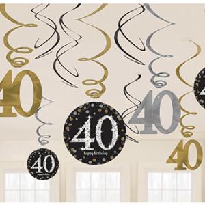 Dalga dalga inen süsler ve 40 şekilli ve yuvarlak karton üzerine özel baskı süsler. 40 yaş doğum günü partileri için harka bir dekordur.