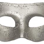 Plastik üzerine gümüş renk kaplamalı fantom maske. İki yanda yer alan saten kurdelaları ile tutturulur. Yılbaşı partileri