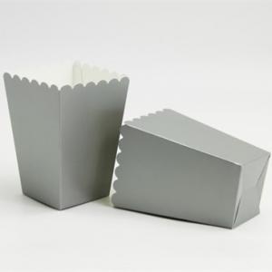 Orta boy pop-corn / patlamış mısır kutusu. Yükseklik: 13 cm En : 9 cm